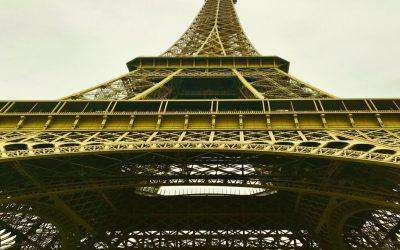 Une robe couleur Soleil pour la Tour Eiffel !